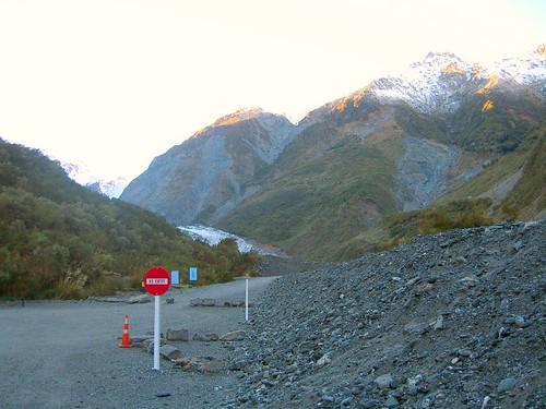 遠遠望見Fox Glacier