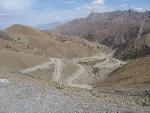 3615m high pass before Sari-Tash, Kyrgyzstan / サリタシュ村に行く道(キルギス、3615mの峠)