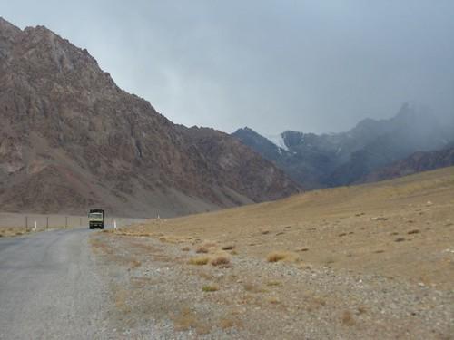 Cold weather towards Nayzatash Pass, Tajikistan / ナイザタシュ峠付近の冷たい風(タジキスタン)