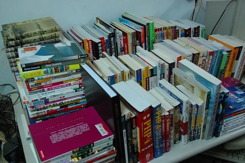 沒書架可以擺的書