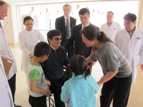 Chen Guangcheng With His Wife and Children photo by PAS China