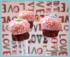 Cupcake Pops photo by Scrumptious Buns (Samantha)
