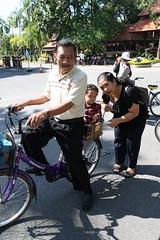 naik sepeda dibonceng eyang