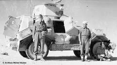 1942 - Michel Abalan à gauche devant son Auto-mitrailleuse - Famille Abalan
