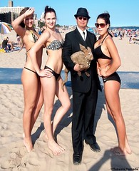 Seara (sea rabbit), Dr. Takeshi Yamada and French mermaids at Coney Island Beach in Brooklyn, New York on July 22, 2012.  20120722 025==4480=whole photo by searapart16