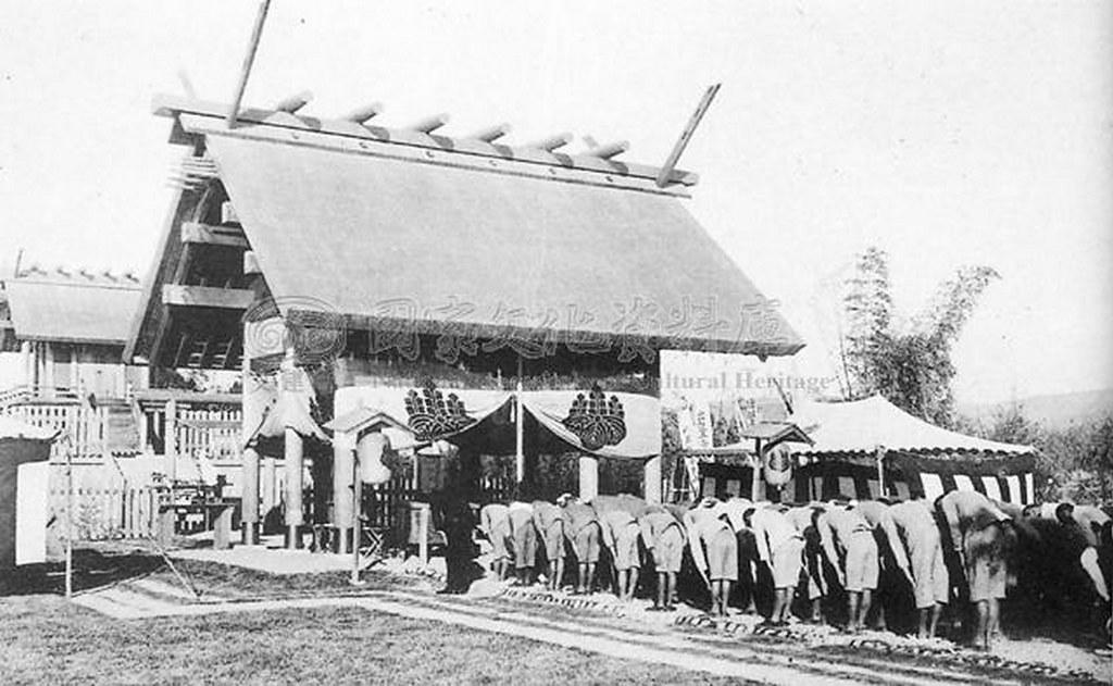 日據時代的神社 台灣人在社會地位和教育上都沒有平等待遇,卻要強迫奉祀日本神祇