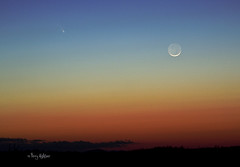 Pan-Starr Comet and New Moon [Explored!] photo by Terry Aldhizer