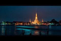 Wat Arun by night Bangkok 2013 photo by Le Velo Indigo