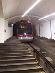 Fløibanen train coming into Vertlidsalmenning station