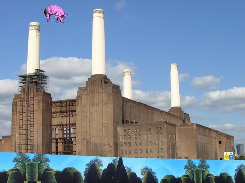 cover art of Pink Floyd's 1977 album Animals.