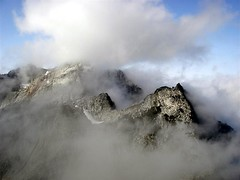 From the upper NW ridge, this is looking over towards a cloud-veiled Vesper Peak along the connecting ridge.