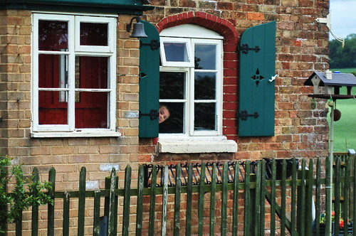 Hide & seek at Somerton Deep Lock cottage