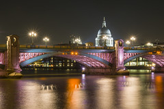 St Pauls photo by MartynHall ∂Ξ(Gaining interest)