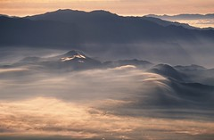 Dawn Mist from Yatsugatake photo by tsubame