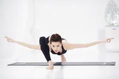 Ho Ngoc Ha - Yoga photo by vikhoa