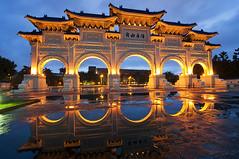 中正 紀念堂 - Chiang Kai-shek Memorial Hall  after the rain - Taipei photo by urbaguilera