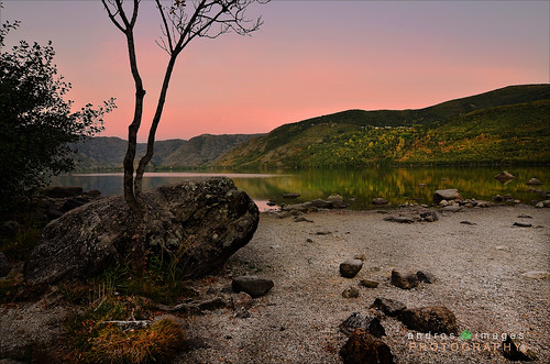 CREPUSCULO EN LA PLAYA DE LOS ENANOS (Parque Natural del Lago de Sanabria y Alrededores) // TWILIGHT ON THE BEACH OF DWARF (Parque Natural Lago de Sanabria and Surroundings) photo by ANDROS images