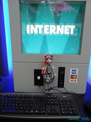 Rachèl and the Internet photo by Suteki_Neko