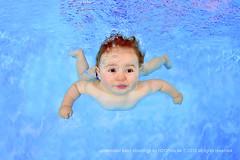 emirates baby swimming underwater photo shoot by www.H2OFoto.de photo by Babyschwimmer