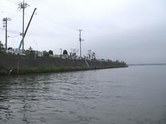 釣り人でにぎわう河口