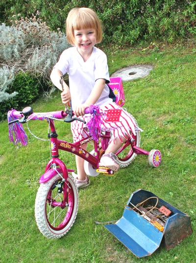 anja, bike, tools 2
