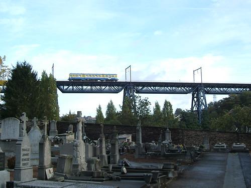 Horloz viaduct over Tilleur cemetery. Photo by Peter Van den Bossche.