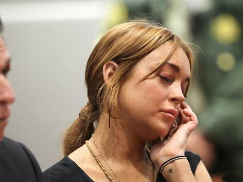 Lindsay Lohan mệt mỏi đến hầu tòa