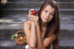 Lena And Apple photo by jnm_ua
