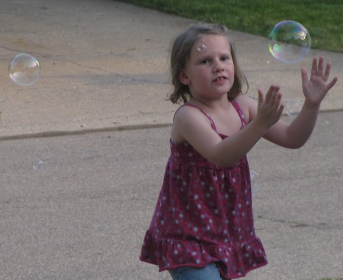 GirlsPlayingWithBubbles 017