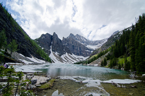 Hiking to Lake Agnes