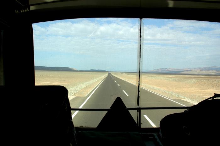 寂寥的沙漠公路