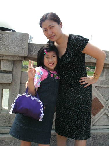 媽媽與采潔的合照@台中都會公園