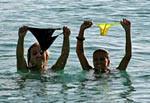 Detenidas por hacer nudismo y besarse en la playa