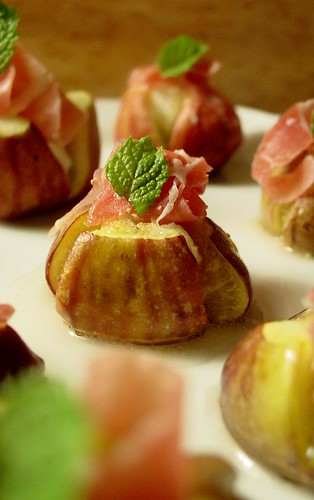 Figs with Proscuitto and Goat Cheese (3)
