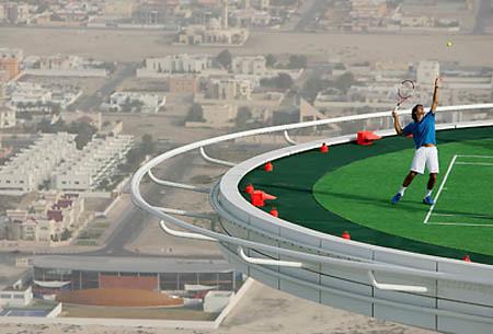 Tennis_court_Burj_Al_Arab_hotel_2