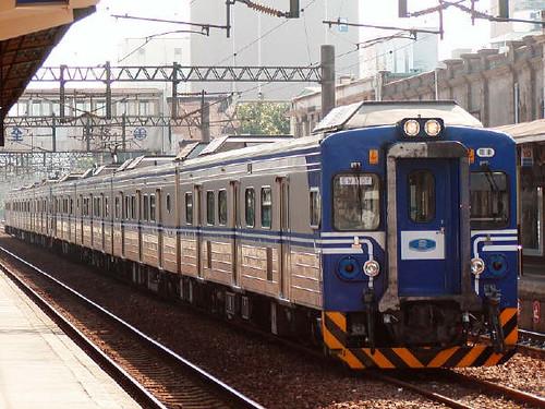 看到EMU電車,我才驚覺「我回台灣了」