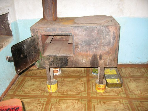 Stove made entirely from a 40 gallon drum (no welding, all folded) - Murgab, Tajikistan / ドラム缶でできた焜炉(タジキスタン、ムルガブ町)