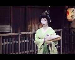 Geiko Kosen-san in Gion (Kyoto, Japan) photo by Shanti Basauri