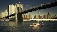 red Boat under Brooklyn Bridge photo by Blende1.8