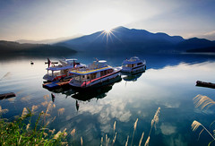 Sun Moon Lake Sunrise photo by Oscar Yang Image