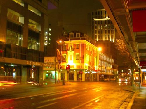 夜裡空盪的基督城大街