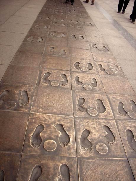 证人脚印铜版路