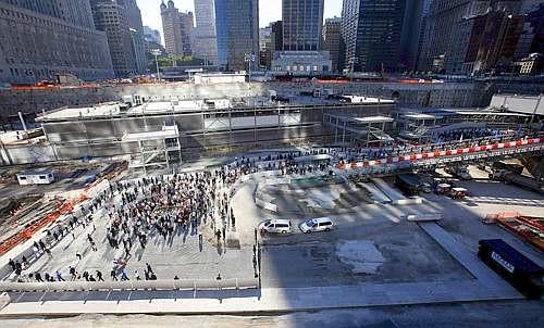 Ground Zero visto dall'alto. Manhattan sullo sfondo (Ansa)