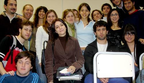Alumnos y profesores de la UCES
