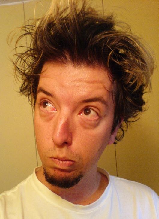 a vida própria dos cabelos quando você acaba de acordar...