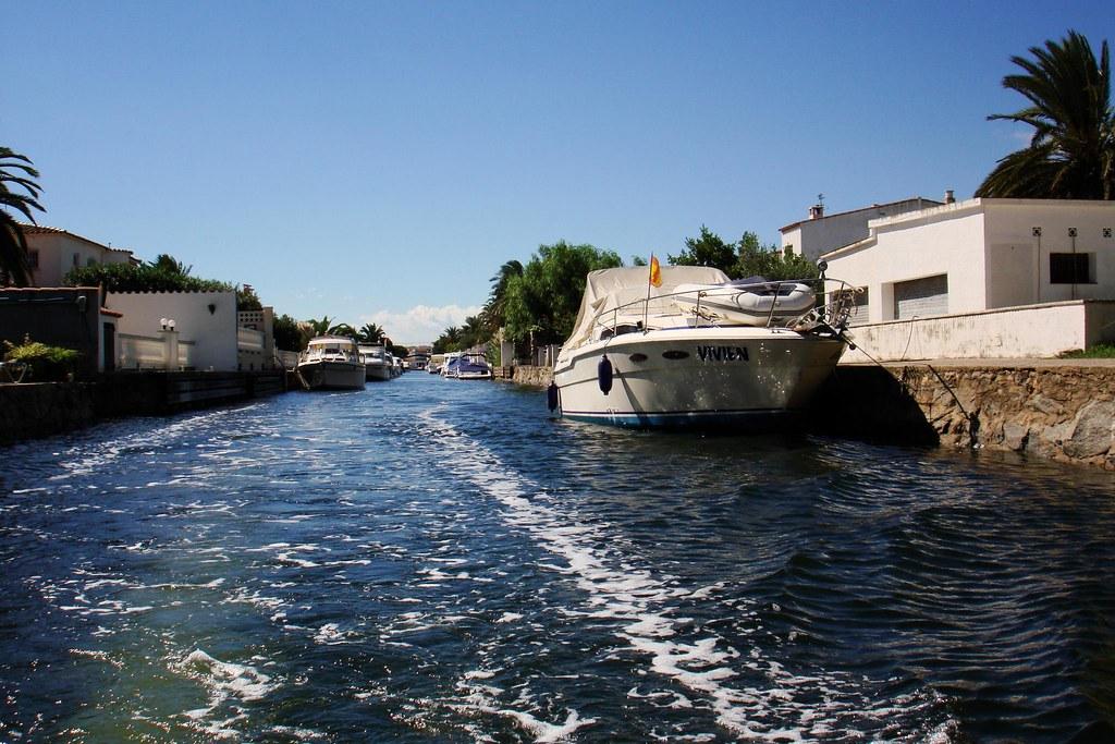 Passeig en barca a Empuriabrava