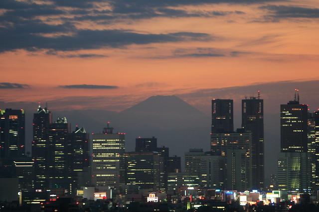 シリーズ「夕焼け」-第1夜-都心の富士