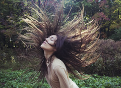 hair flying photo by Carolina Pinglo