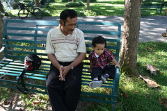duduk duduk di playground ama eyang