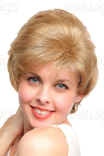 Lillian wig - A medium length layered cut with soft waves